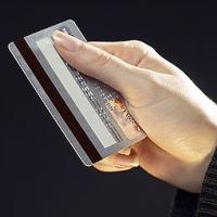 ЛОКО-Банк приступил к выдаче заемщикам по потребительским и автокредитам кредитных карт с грейс-периодом