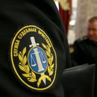 В Белгороде алиментщик, убегая от приставов, выпрыгнул в окно