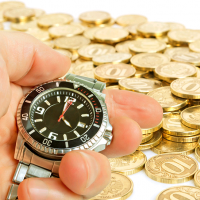 Мошенник из Подмосковья похитил у банка почти 2 млн рублей по «схеме с часами»